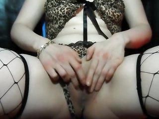 Cette cougar se touche en video pour exciter young gentleman jeune amant du moment