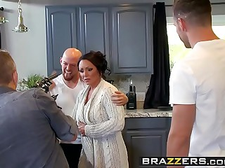 Brazzers - Mam Got Boobs - (Ashton Blake), (Mike Mancini) - Pimp My Mom