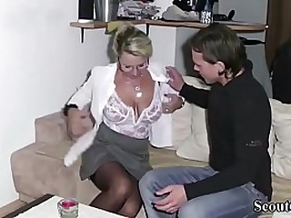 Unused StepSon Realize First time sex by auspices of his Mom and Cum a handful of generation on here