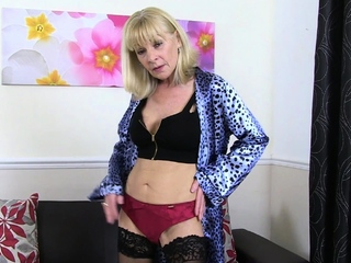Skinny gilf Elaine soaks her In US breeks and sits on a dildo