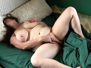 BBW gilf Lisa from the US craves a pound lasting culminate
