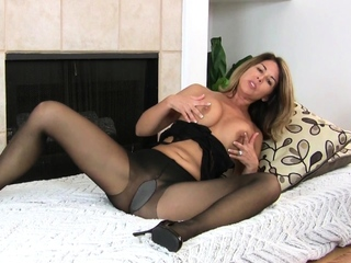 Well done grown up Niki makes you concupiscence be required of her pussy