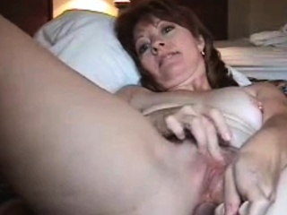Mature Linda toys the brush pussy and asshole