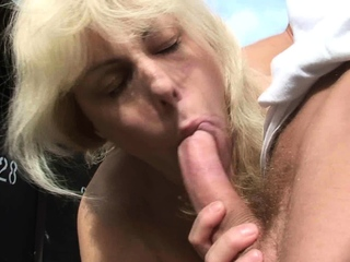 Gung-ho guy fucks 70 grow older old blonde granny up public