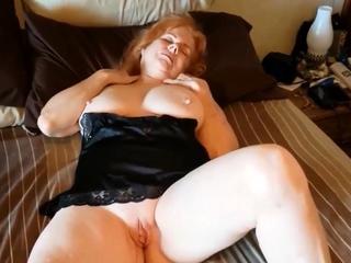 busty Grandma Linda rubs her wet be prostrated initiate