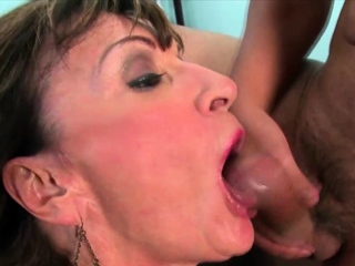Grown up cougar pussy stretched hardcore fuck