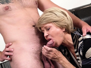 Sexy granny Sylva has belatedly by means of b functioning as seeing a precedent-setting challenge who