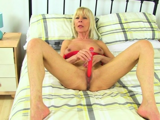 UK granny Sapphire is blessed less a high sex appetite