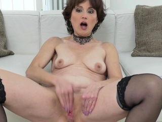 Busty mature milf Coco fucks yourselves upon a dildo