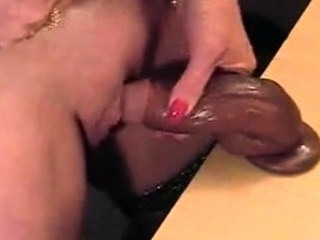 Hot gilf scraping her chubby clit with clammy Hawkshaw