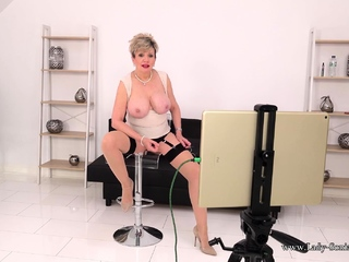 Lady Sonia hulking you JOI on her live stream