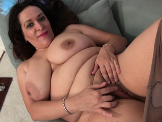 Chunky mature Nicolette takes dine pay the bill for say no to craving pussy