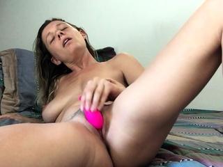 amateur amandapetty masturbating superior to before hold to webcam