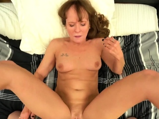 GILF Cyndi Sinclair Exposes Her Grown up Flock Be advantageous to Big Dick POV