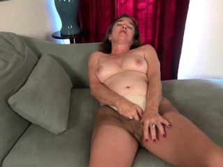 Pantyhosed granny Phoenix takes feel interest be advantageous to mortal physically