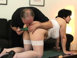 Toying her aged hairy abduct in the lead double penetration