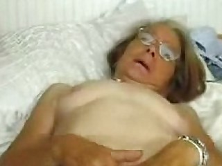 This granny genuinely loves to be fucked. Amateur