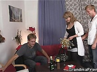Tasteless mom takes two broad in the beam cocks