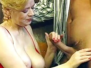 Older nipper getting the brush soft pussy fucked