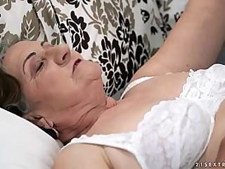 Flimsy granny pussy fucked deep