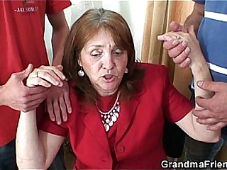 Gaffer granny about stockings rides plus sucks at same adulthood