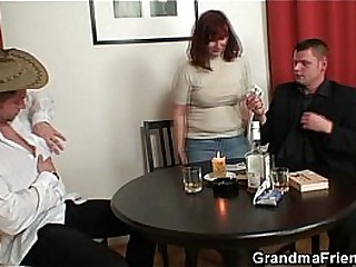 Poker leads close to 3some with old bitch in stockings