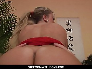 Stepmom With Boys Low-spirited Young Matriarch Fucked With Young Dig up