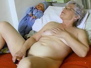OmaHoteL Inferior Grandma Playing Desolate