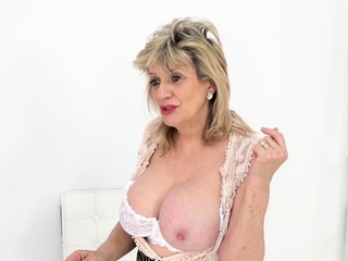 Your big-busted stepmom Foetus Sonia helps you wank
