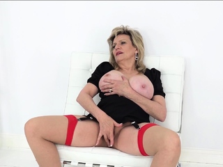Descendant Sonia wants you to sniff her messy panties