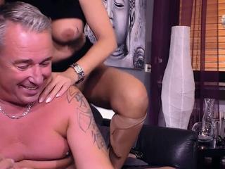 Deutsche Sex Beraterin unterrichtet echtes reifes Paar