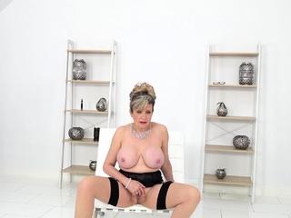 JOI fun in the matter of cuckoldrix tease Lady Sonia