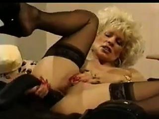 Festival MILF Masturbating