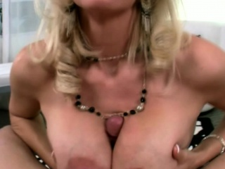 Beamy titted comme �a milf housewife gives pov knocker bustle